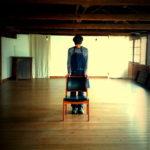 椅子に深く腰を据え、ゆるりと・・・。