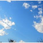 青空に浮かぶ雲はゆるりと。