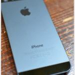 林檎のマークの携帯端末。 -初めてのiPhone