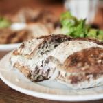 リナシメントカフェのボナペティ!と本日のパンの盛り合わせ。